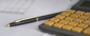Taschenrechner und Stift