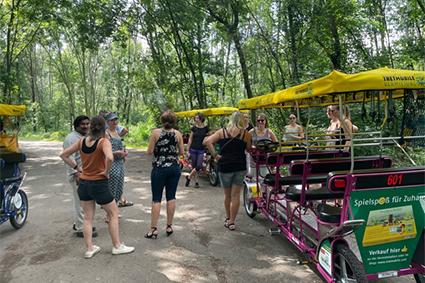 Ausflug des Teams der Fachschule Leipzig im Rahmen der pädagogischen Woche, Umrundung des Cospudener Sees per Tretmobil